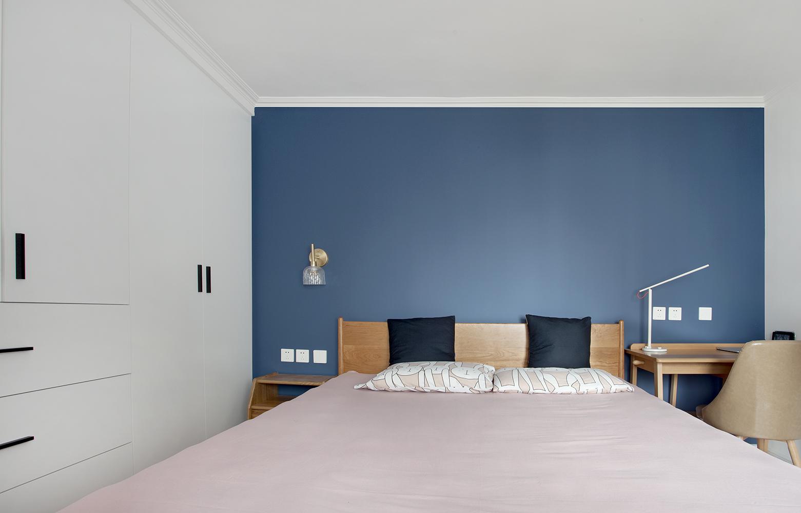 墨绿+深蓝,她把经济实用小家装扮得立显高级